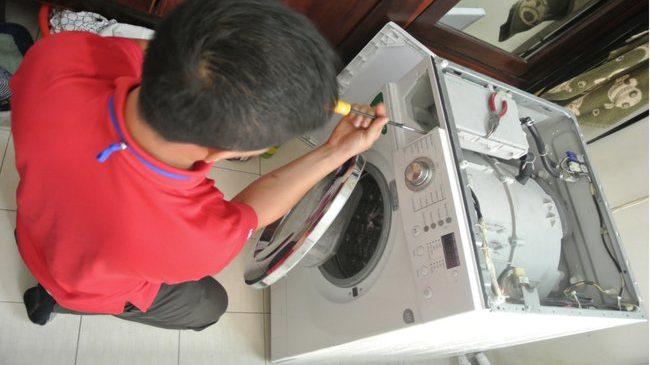 Vì sao không nên tự ý sửa máy giặt tại nhà?