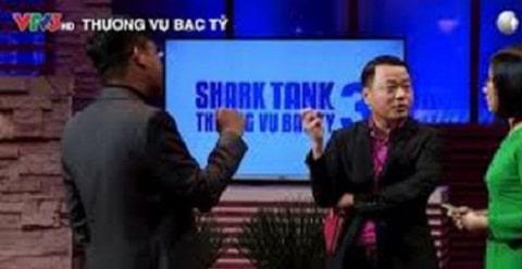 Startup đang thuyết trình để kêu gọi đầu tư từ các Shark